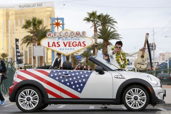 MINI-celebrates-500,000-vehicles-sold-in-the-USA
