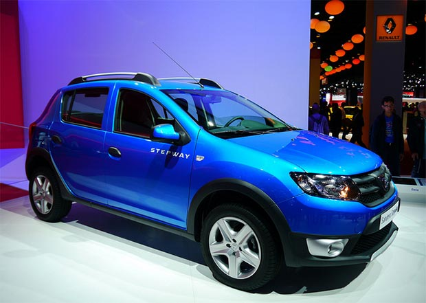 dacia sandero stepway the world 39 s cheapest crossover mini suv cars flow. Black Bedroom Furniture Sets. Home Design Ideas