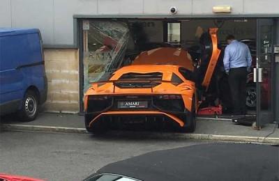 Crashes $400K Lamborghini