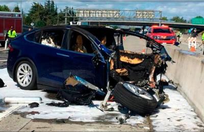Tesla Model X had Autopilot on Before Deadly Crash