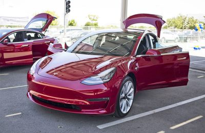 Tesla to Speed Up Their Sales by Hand-Delivering Model 3